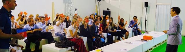 Dave Hertig mit Publikum Gameshow Content Marketing (SuisseEmex 2015 Messe) 02